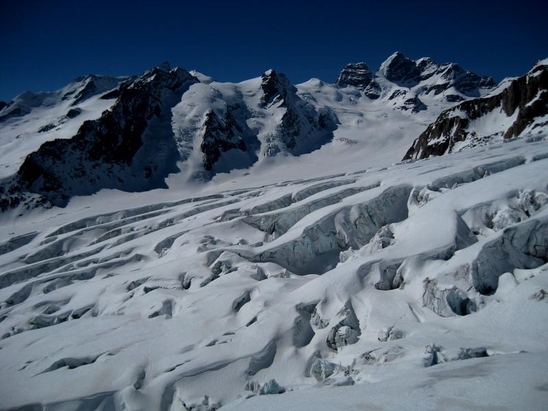 Blick-auf-Jungfrau-Rottalhorn-und-Kranzbergkamm